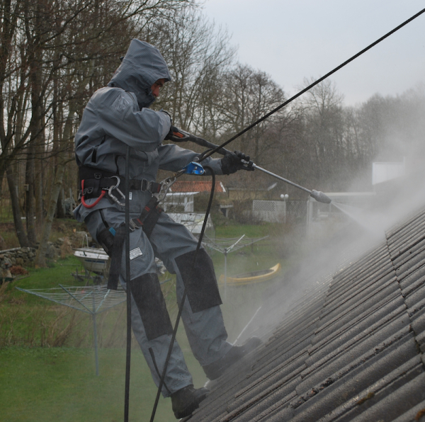 Roofia-TST-ProOperator-roofcleaning-800-622